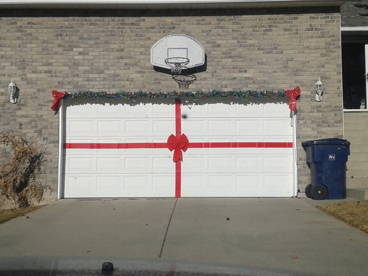 Garage Door  Overhead Door Blog ~ 042629_Christmas Decorating Ideas For Garage Doors