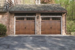 Overhead Door Thermacore® Collection 5745, Model 903 in Golden Oak